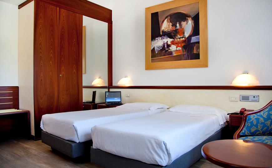 green-hotel-economy-03
